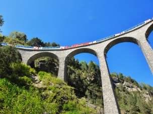Glacier Express - koleją panoramiczna przez Szwajcarię