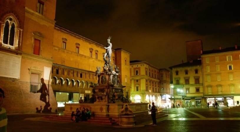 Plac Maggiore - zwiedzanie Włoch pociągiem z EuroPodróże