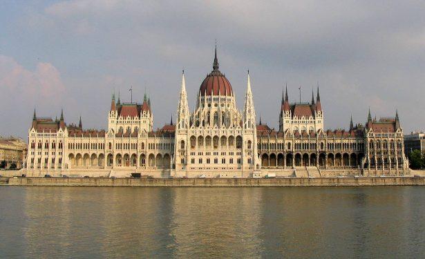 Pociągiem do Budapesztu - Parlament
