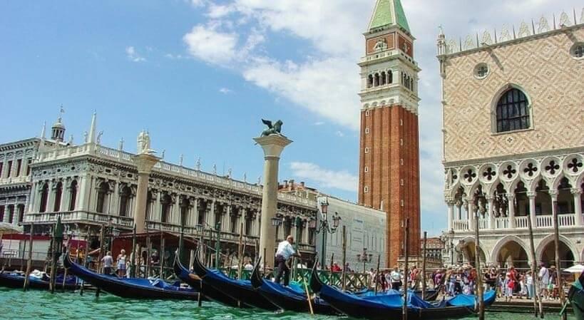Gondole w Wenecji -zwiedzanie Włoch pociągiem z EuroPodróże